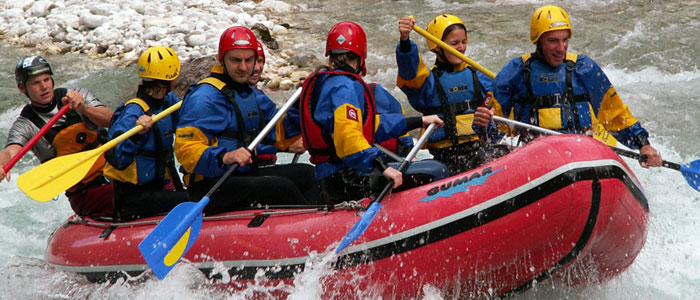 team-building-rafting